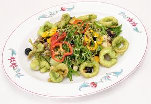 魚介と野菜とフルーツのサラダ